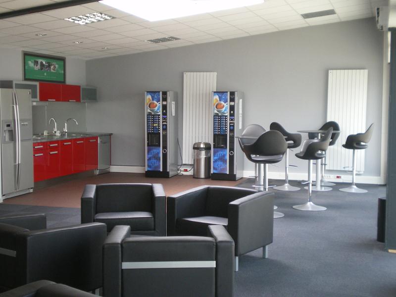 Mobilier de caf t ria mobilier espace caf teria meuble for Espace de relaxation