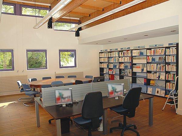 am nagement d 39 une biblioth que agencement d 39 espaces de travail travaux bureau amso. Black Bedroom Furniture Sets. Home Design Ideas