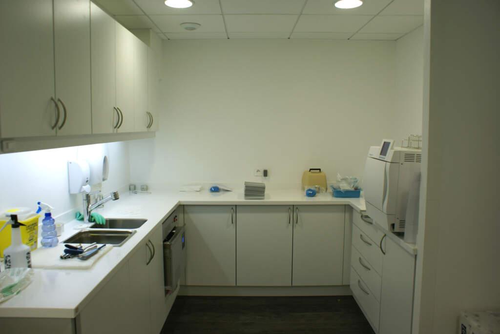 STERILISATION01 1024x685 - Aménagement d'un cabinet dentaire