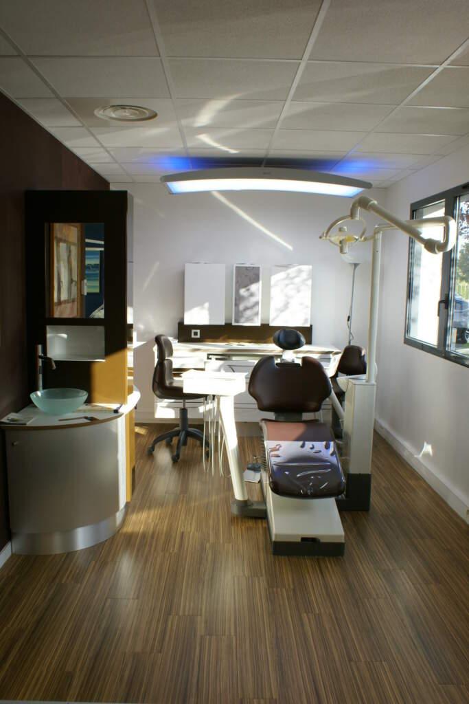 siege dentaire 683x1024 - Aménagement d'un cabinet dentaire