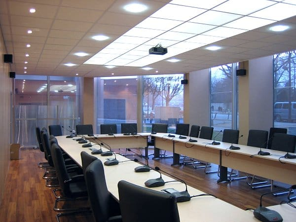 Faux plafond bureau r alisation et pose faux plafond dalles for Moquette pour bureau
