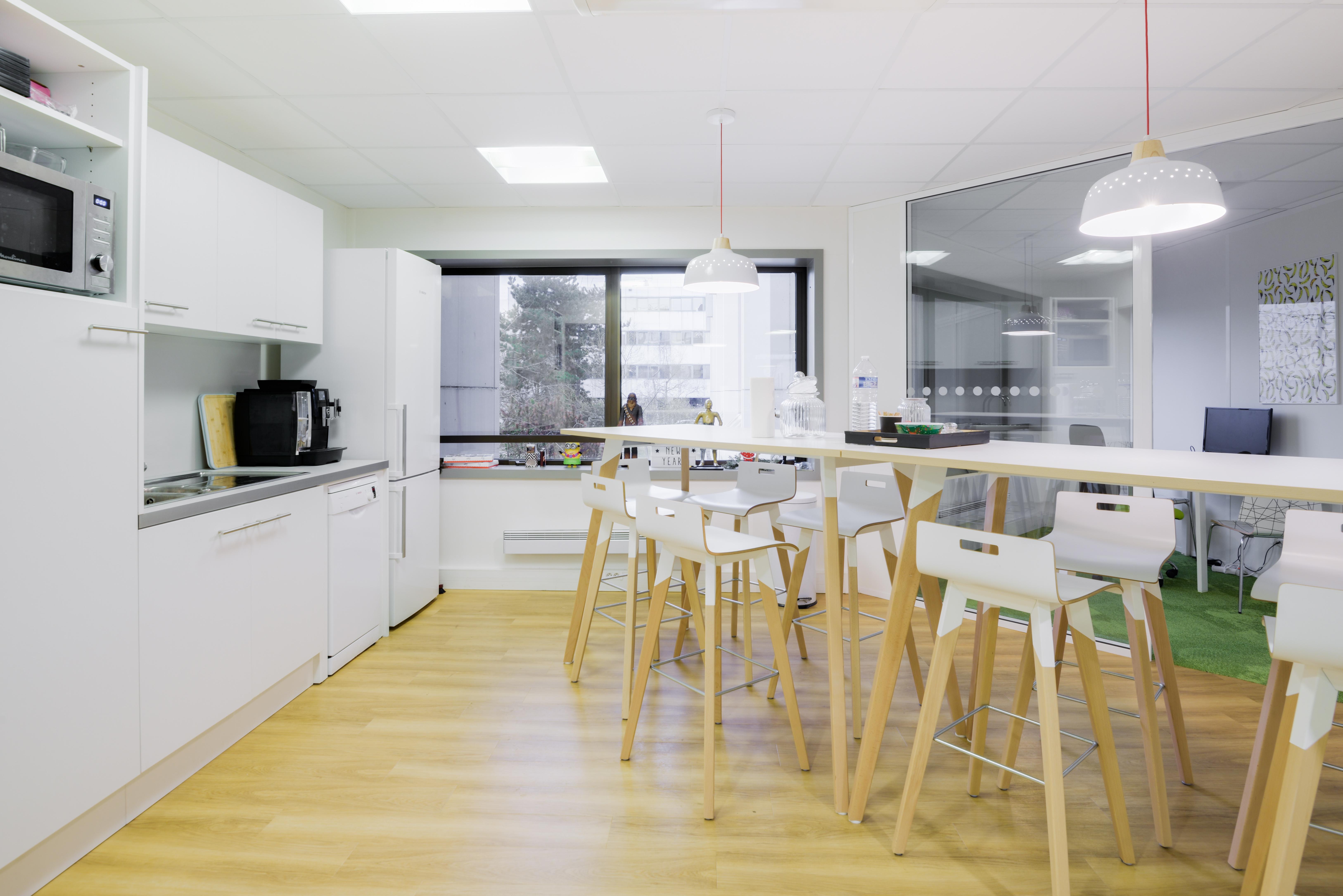 Cloisonnement plateau de bureaux et mobiliers