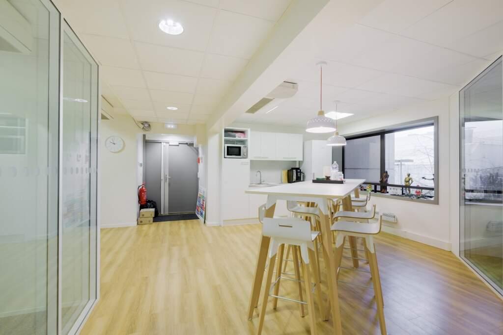 cloisonnement plateau bureaux versailles 001 1024x683 - Cloisonnement d'un plateau de bureaux et mobiliers