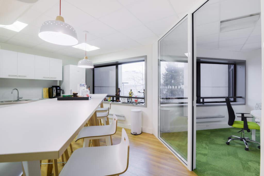 cloisonnement plateau bureaux versailles 002 1024x683 - Cloisonnement d'un plateau de bureaux et mobiliers