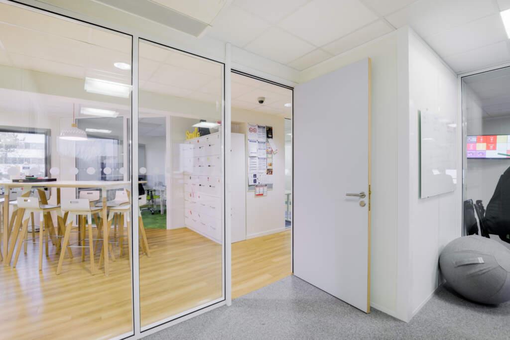 cloisonnement plateau bureaux versailles 003 1024x683 - Cloisonnement d'un plateau de bureaux et mobiliers