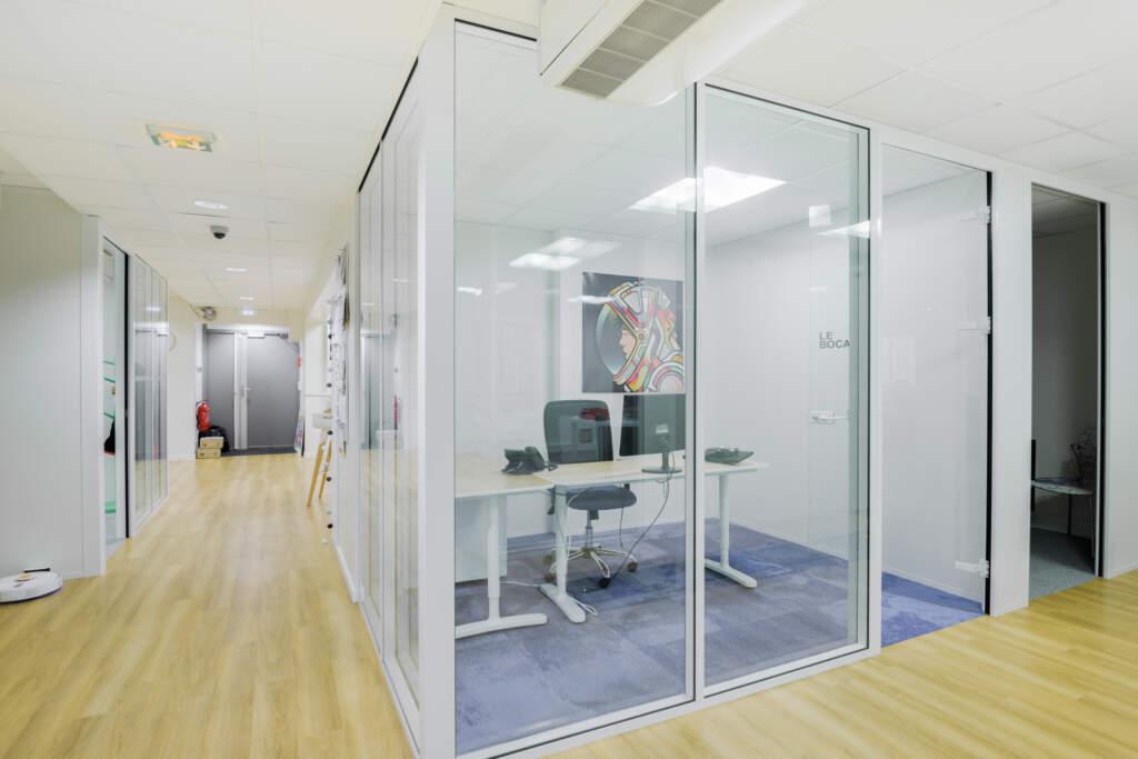 cloisonnement plateau bureaux versailles 004 1024x683 - Cloisonnement d'un plateau de bureaux et mobiliers