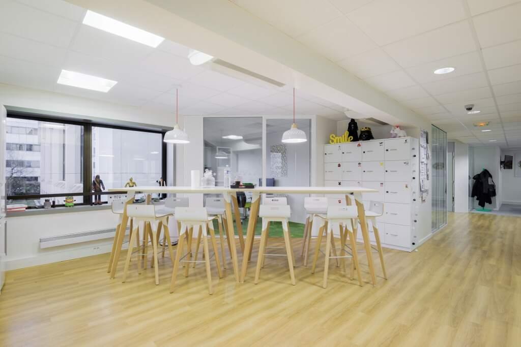 cloisonnement plateau bureaux versailles 008 1024x683 - Cloisonnement d'un plateau de bureaux et mobiliers