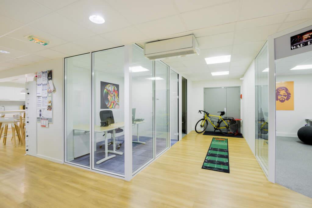cloisonnement plateau bureaux versailles 010 1024x683 - Cloisonnement d'un plateau de bureaux et mobiliers
