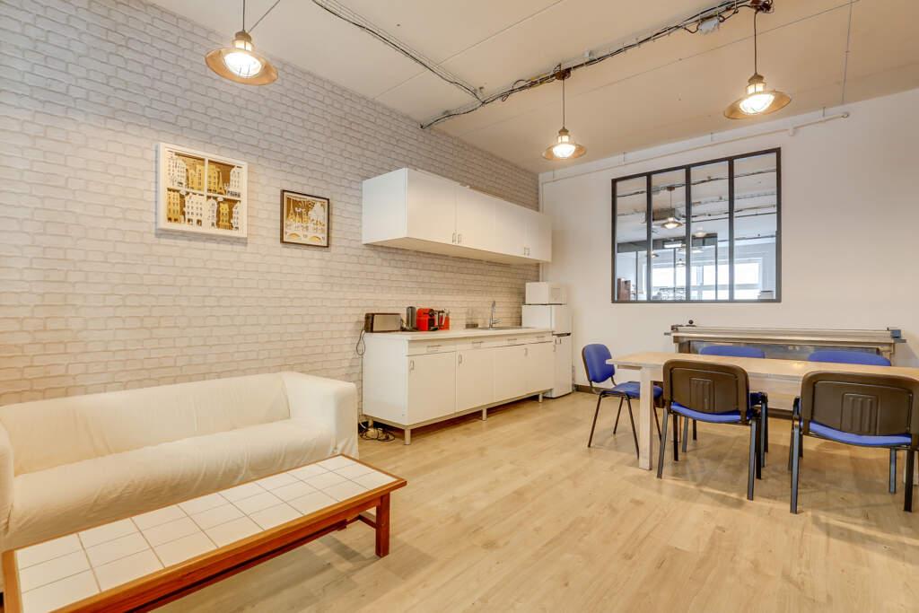 renovation bureau montreuil 001 1024x683 - Aménagement d'une maison d'édition