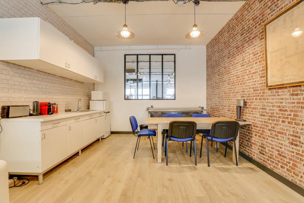 renovation bureau montreuil 002 1024x683 - Aménagement d'une maison d'édition