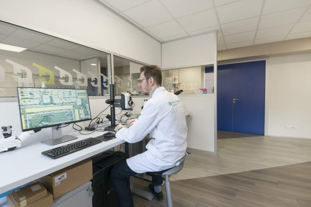 amenagement entreprise de composants optiques sur mesure 14 1024x683 - Aménagement d'un atelier d'optique