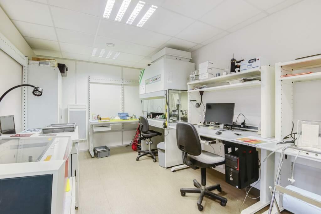 amenagement entreprise de composants optiques sur mesure 8 1024x683 - Aménagement d'un atelier d'optique