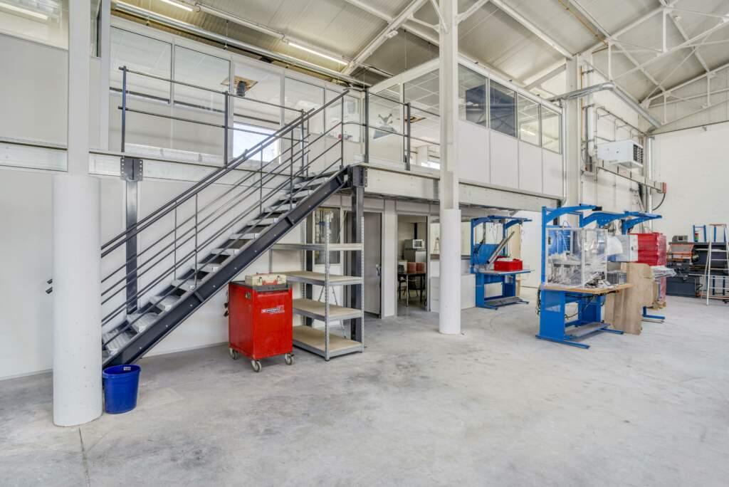 amenagement mezzanine batiment industriel 1 1024x684 - Création mezzanine et bureau dans bâtiment industriel