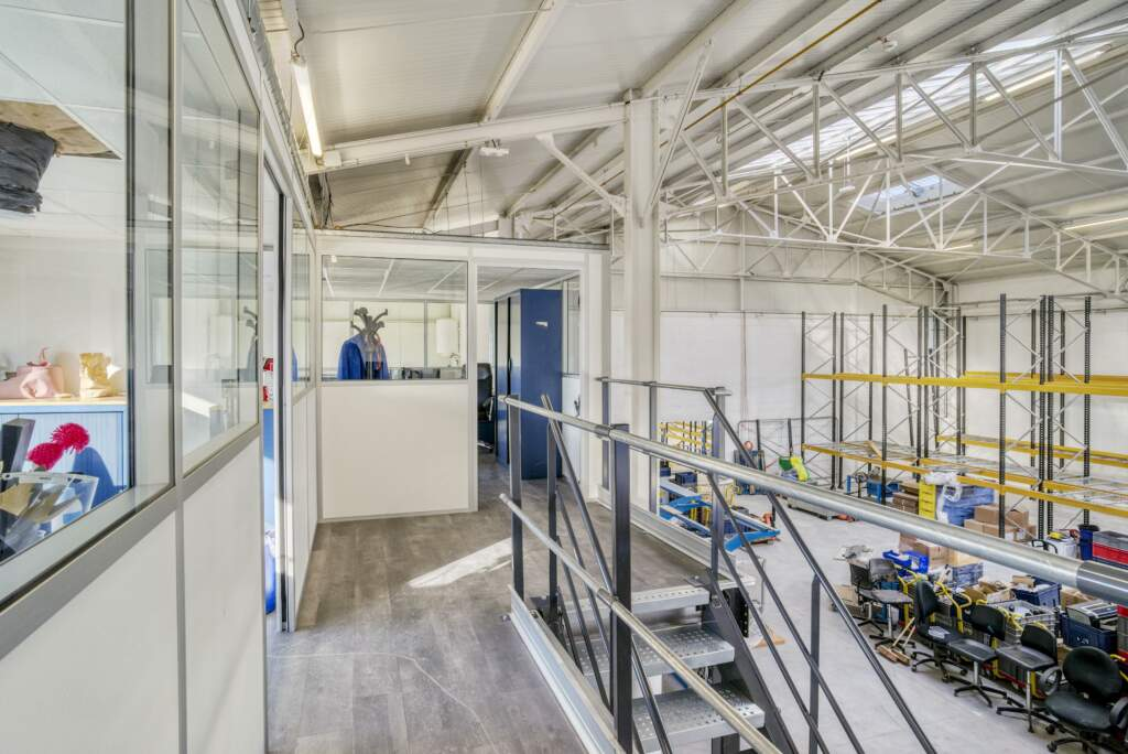 amenagement mezzanine batiment industriel 11 1024x684 - Création mezzanine et bureau dans bâtiment industriel