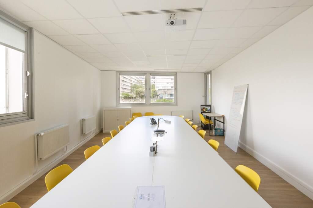 amenagement bureau la defense 1 1024x683 - Aménagement de bureaux dans un immeuble IGH à La Défense