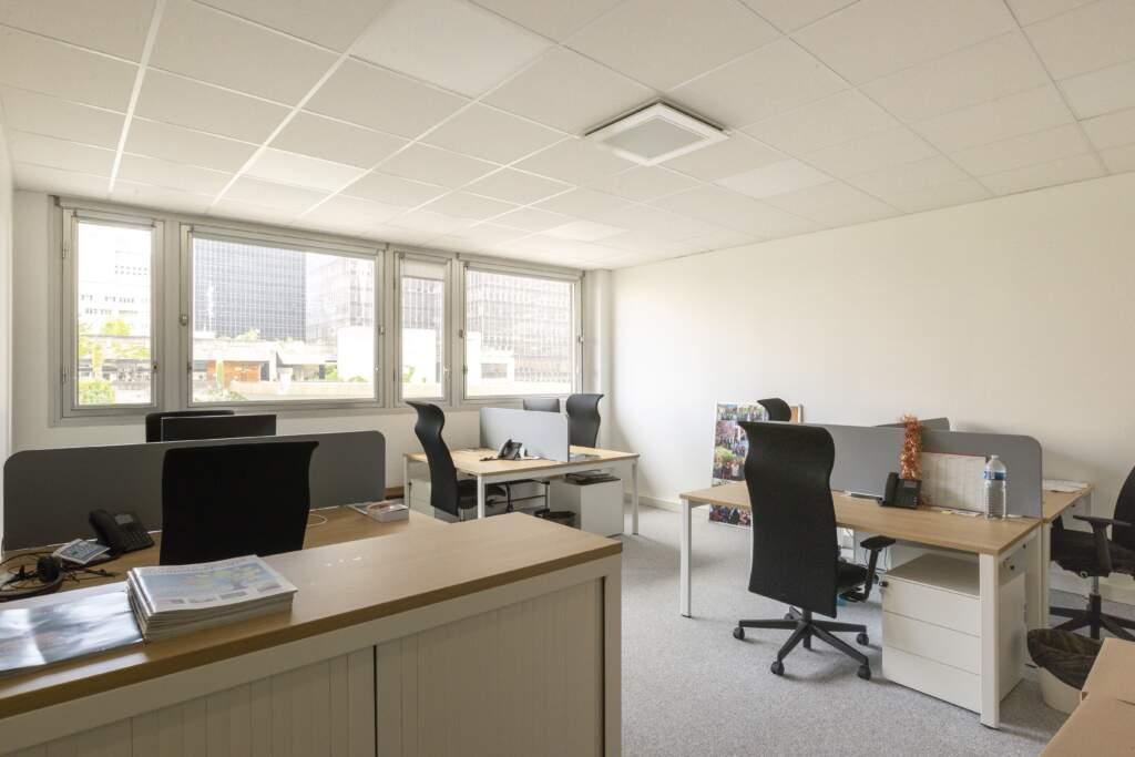 amenagement bureau la defense 11 1024x683 - Aménagement de bureaux dans un immeuble IGH à La Défense