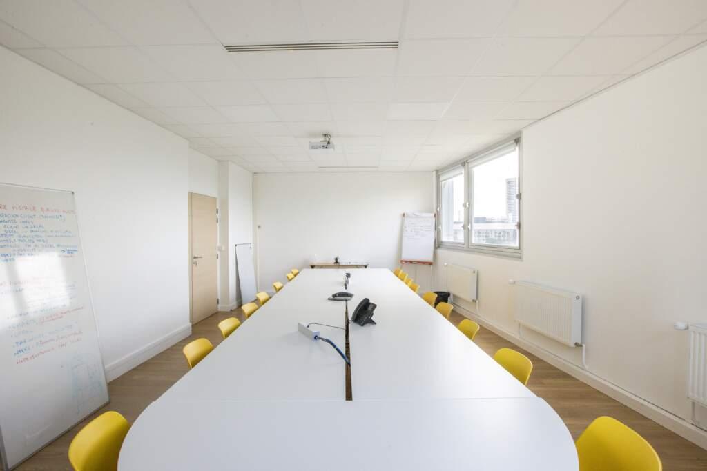 amenagement bureau la defense 2 1024x683 - Aménagement de bureaux dans un immeuble IGH à La Défense