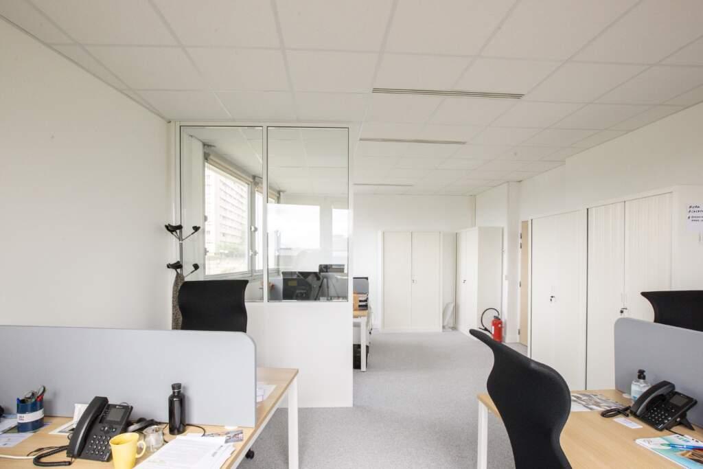 amenagement bureau la defense 4 1024x683 - Aménagement de bureaux dans un immeuble IGH à La Défense