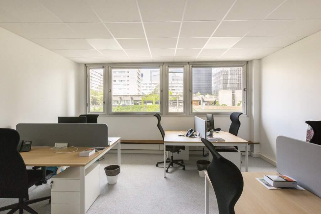 amenagement bureau la defense 7 1024x683 - Aménagement de bureaux dans un immeuble IGH à La Défense