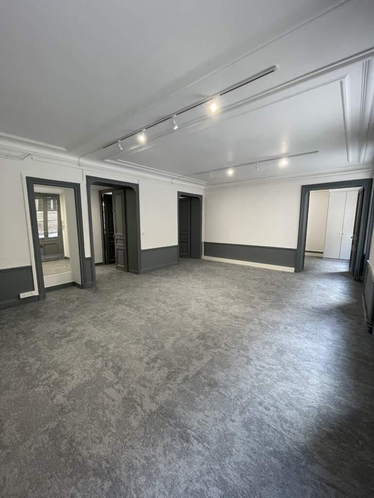 renovation bureau paris 8eme 2 768x1024 - Rénovation de bureaux à Paris 8ème